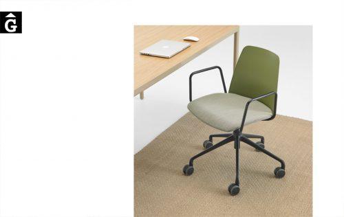Cadira Unnia amb rodes Inclass mobles Gifreu