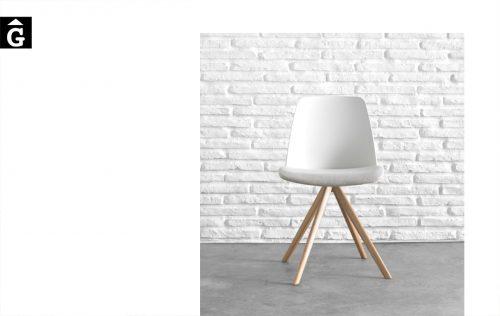 Cadira peu central fusta Unnia Inclass mobles Gifreu