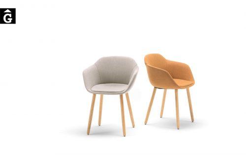Cadira entapissada amb braços Taia | Inclass cadires tamborets i taules | mobles Gifreu