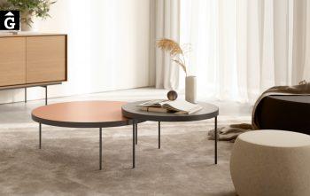 Dues taules de centre Gau ambientades | Taules de centre rodones Gau dissenyades a quatre mans per Silvia Ceñal e Ibon Arrizabalaga | Treku | mobles contemporanis amb tradició | mobles Gifreu