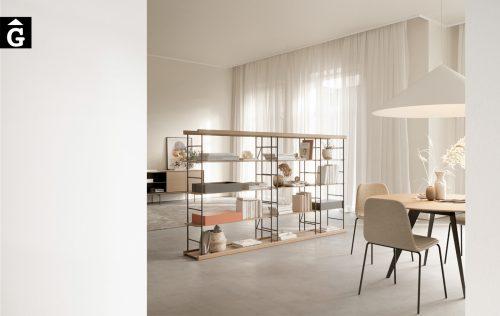 Llibreria a dues cares lleugera de fusta i metall | Divisor d'espais elegant | Sistema modular estanteria Bost dissenyat per Yonoh | Treku | mobles contemporanis amb tradició | mobles Gifreu