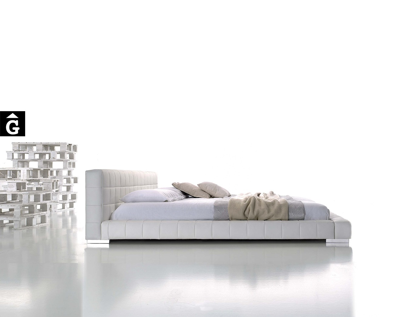 MORADILLO BY MOBLES GIFREU BEDS LLIT TAPISSAT RECTA PETIT CAPITONÉ GIRONA