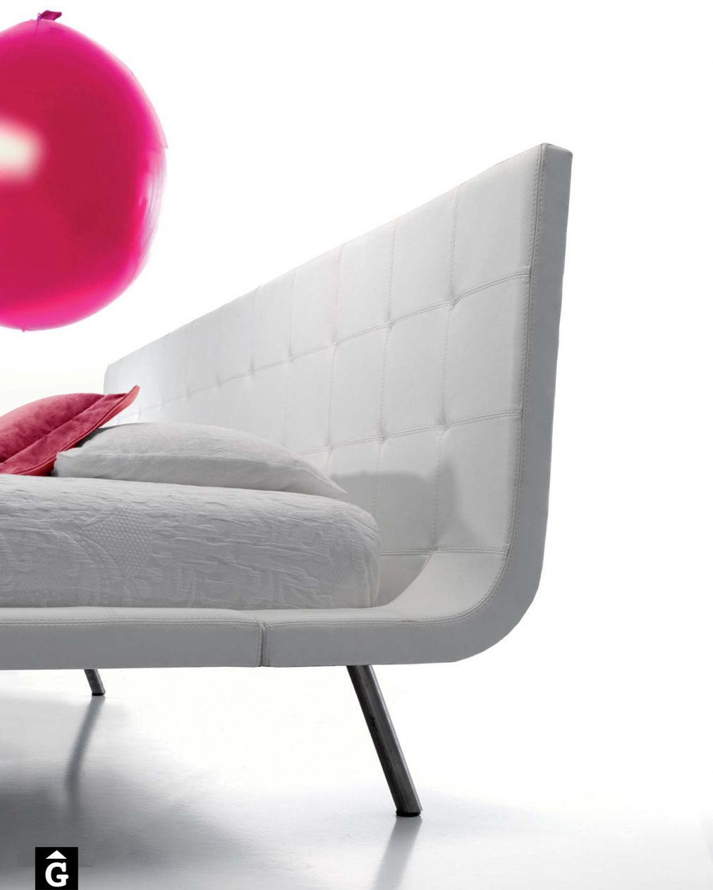 Llit entapissat blanc Ballon MORADILLO BY MOBLES GIFREU BEDS LLIT TAPISSAT CURVA GIRONA