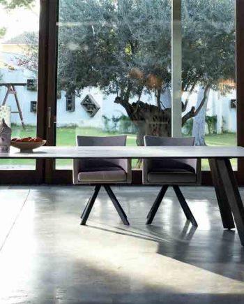 Taula-menjador-Artur-sobre-forma-Dekton-Pure-Designs-mobles-Gifreu