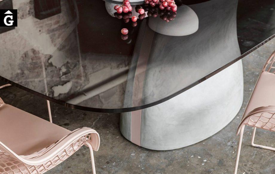 Taula menjador Gran Sasso detall peu central | MIDJ | mobles Gifreu | Productes de qualitat