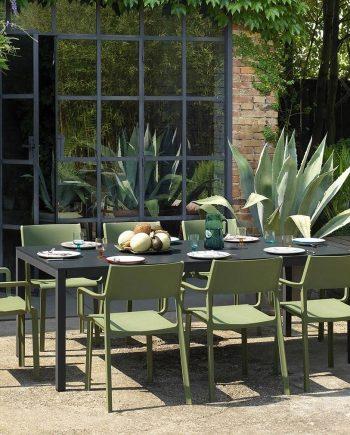 Taula Rio i cadira amb braços exterior Trill   Nardi   mobiliari d'exterior amb disseny italià
