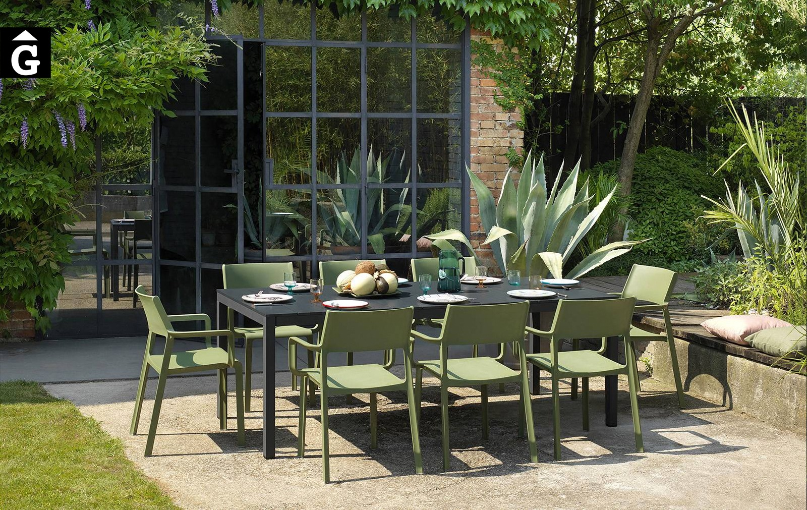 Taula Rio i cadira amb braços exterior Trill | Nardi | mobiliari d'exterior amb disseny italià