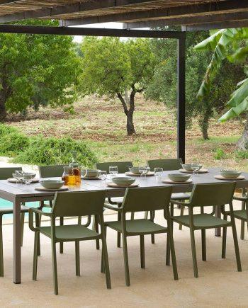 Taula Rio i cadires Trill amb braços   Nardi   mobiliari d'exterior amb disseny italià