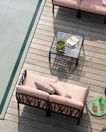 Sofà Komodo Antracita i Rosa Quars   Nardi   mobiliari d'exterior amb disseny i a preus molt competitius   Premiat amb el Good Design Award de Xicago i amb German Design Awards 2020