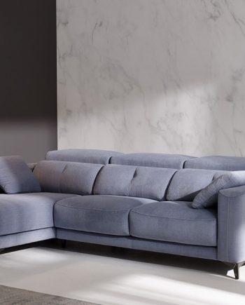 Sofà chaise longue seients lliscants Julia | Bobbio | Sofà pota alta | Sofàs a mida | grans | llargs | Moderns | Modulars | Per a casa | Comprar sofà | mobles Gifreu | Botiga | Distribuïdor Girona