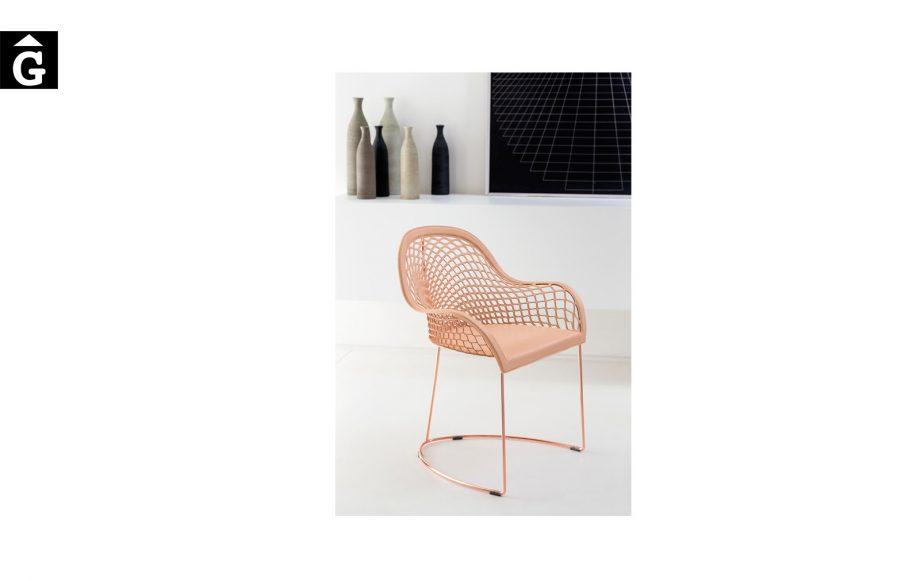 Cadira amb braços Guapa P M CU de MIDJ |Taules i cadires de disseny actual | modern i conservador| casual i elegant | mobles Gifreu | Productes de qualitat