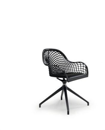 Cadira pell amb braços Guapa P MX CU de MIDJ | Disseny de Sempere |Taules i cadires de disseny actual | modern i conservador| casual i elegant | mobles Gifreu | Productes de qualitat