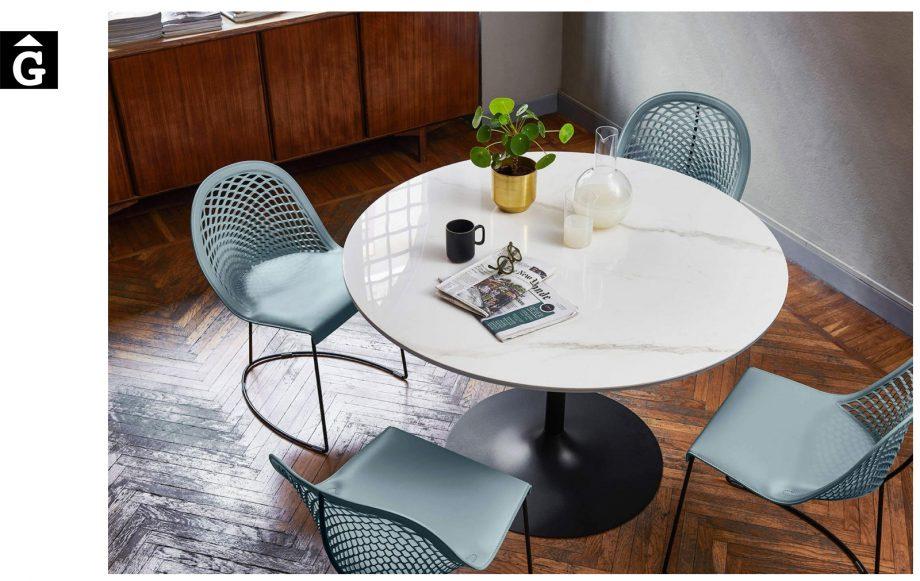 Taula rodona Infinity | Sobre crystalceramic inspiració marbre | Sobre crystalceramic | MIDJ |Taules i cadires de disseny actual | modern i conservador| casual i elegant | mobles Gifreu | Productes de qualitat