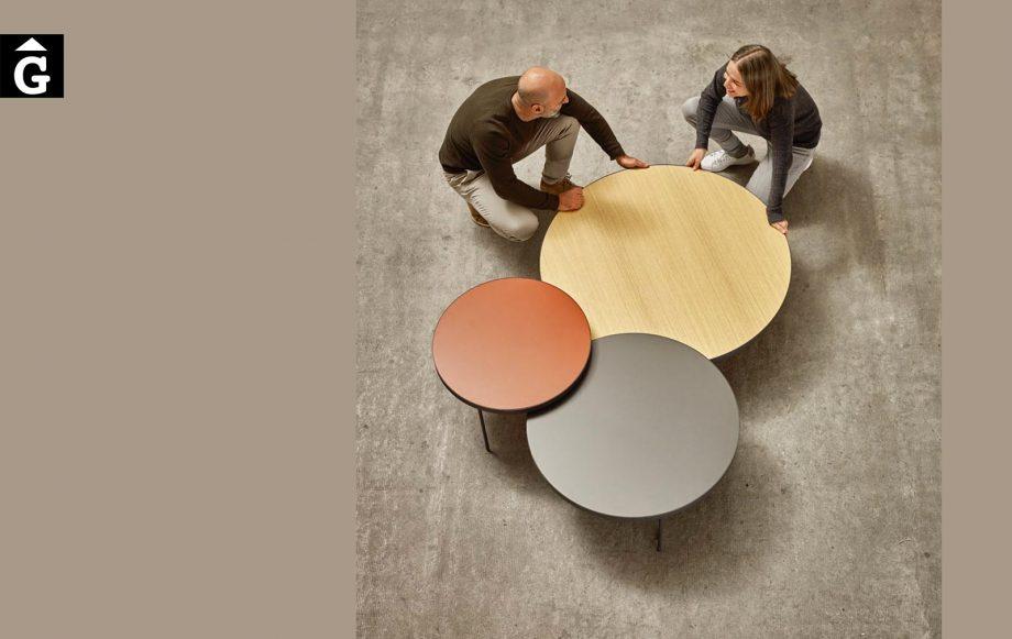 Tres taules de centre Gau | Silvia i Ibon | Taules de centre rodones Gau dissenyades a quatre mans per Silvia Ceñal e Ibon Arrizabalaga | Treku | mobles contemporanis amb tradició | mobles Gifreu